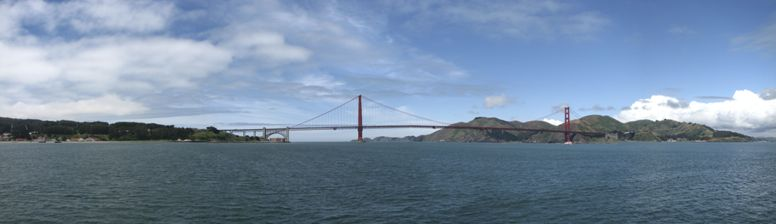 Overview of the Golden Gate Bridge - click on image for high resolution Panorama